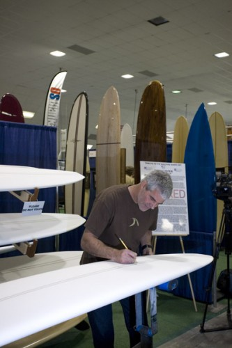 Wayne Rich signing his winning board, congratulations, Wayne-O!